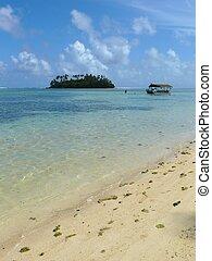 Beach at Muri Lagoon on Rarotonga