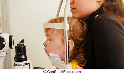 Child vision screening with the use of ophthalmic apparatus