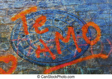 """Grunge graffiti """"I love you"""" in spanish over abstract texture"""