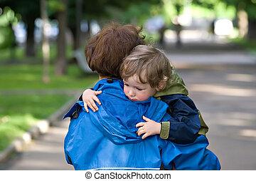 Mum carries the kid