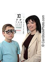 Optometstrist givine eye examination
