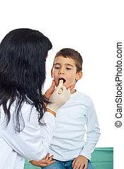 Pediatrician examine throat kid