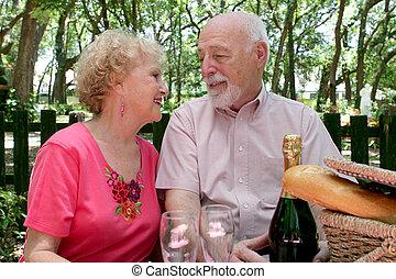 Picnic Seniors - In Love
