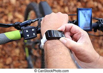 Smartwatch and E-Mountainbike