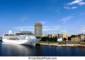 The big cruise liner