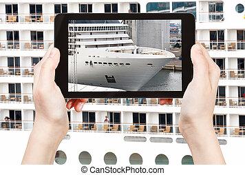 tourist photographs of big cruise liner